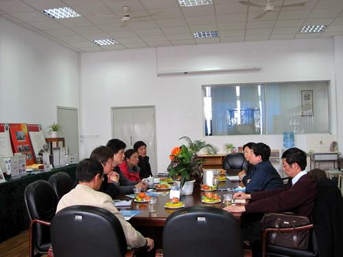 上海飞机制造有限公司章明方副部长一行到机电学院